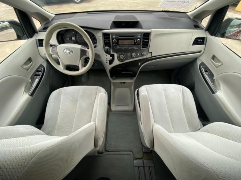 Toyota Sienna 2011 price $9,300