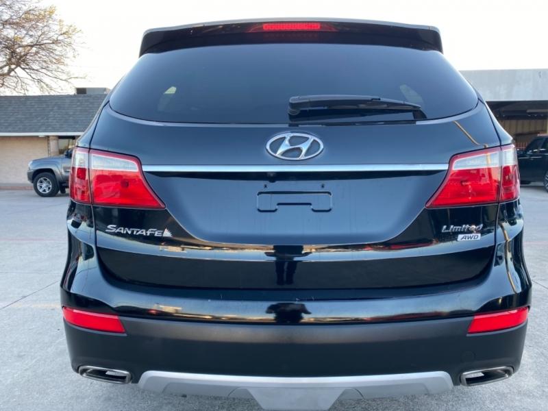 Hyundai Santa Fe 2013 price $9,895