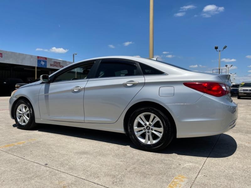 Hyundai Sonata 2012 price $9,490