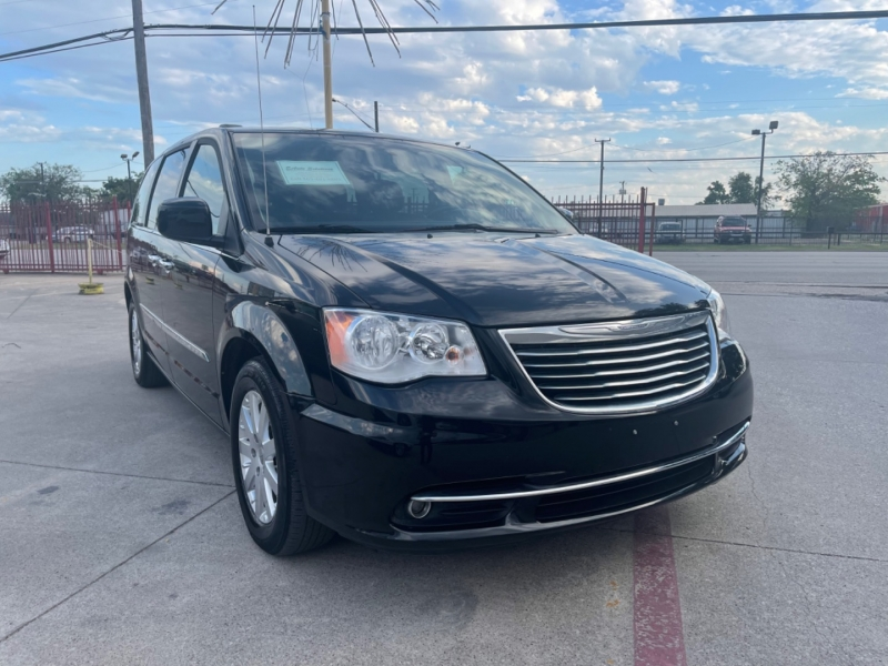 Chrysler Town & Country 2016 price $14,400