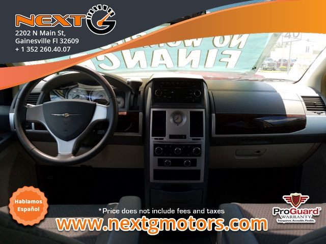 Chrysler Town & Country 2009 price $6,300