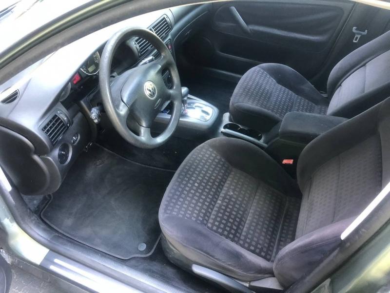 Volkswagen Passat 2002 price $2,495