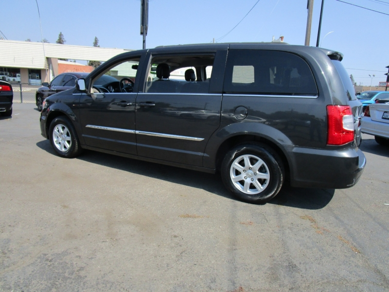 Chrysler Town & Country 2012 price $9,995