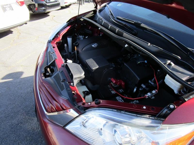 Toyota Sienna 2017 price $17,995