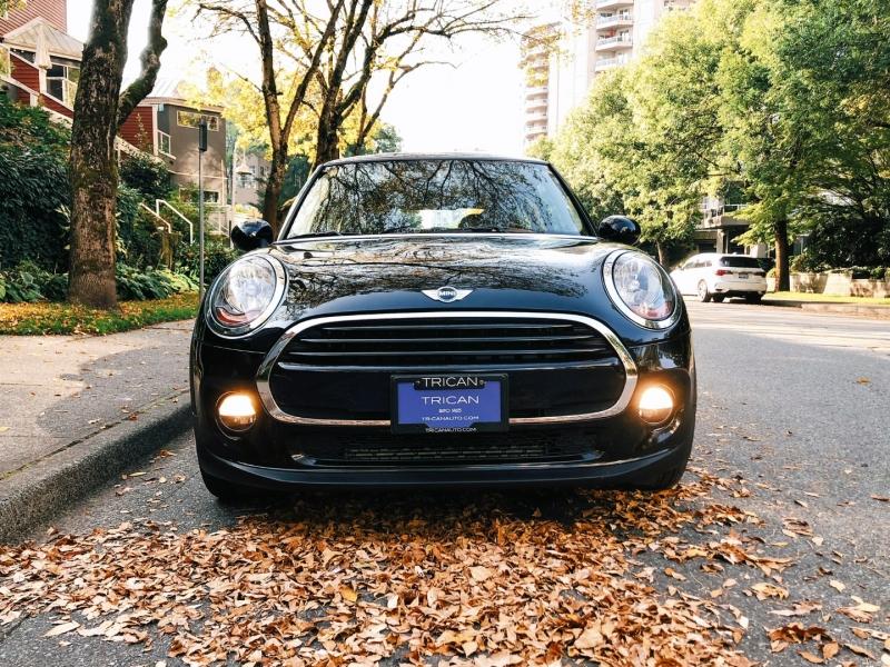 Mini Cooper Hardtop 2016 price $17,800
