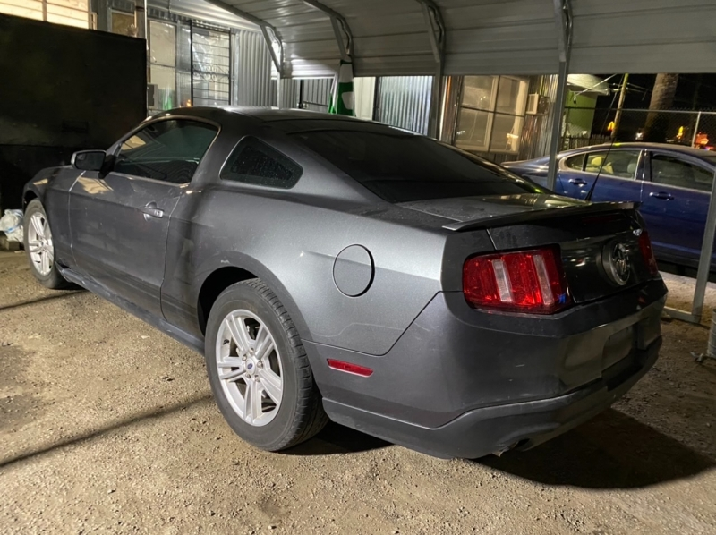 Ford Mustang 2011 price $7,495 Cash