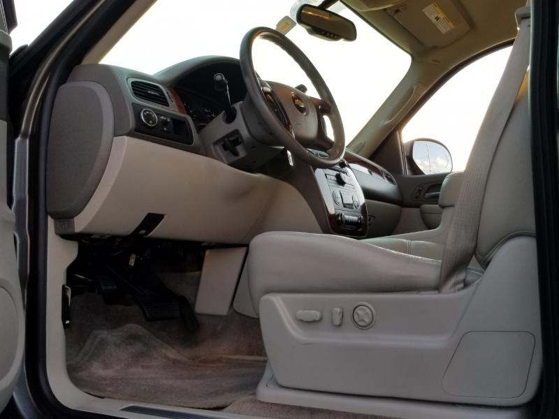 Chevrolet Suburban 2009 price $9,999