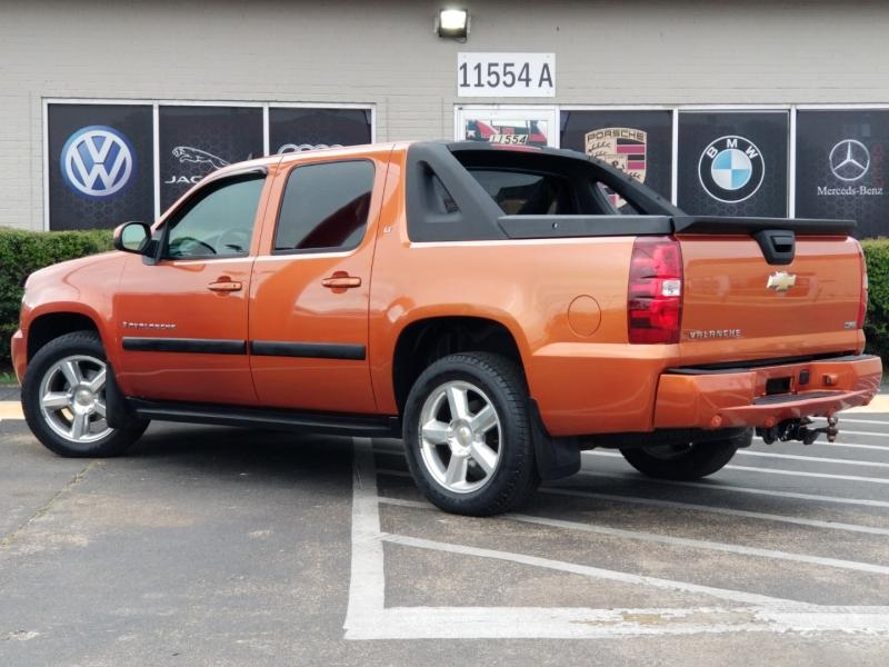 Chevrolet Avalanche 2008 price $10,999