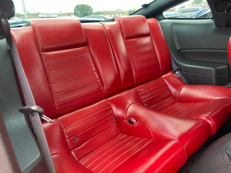 Ford Mustang 2005 price $12,999
