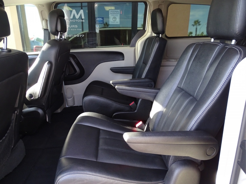 Chrysler TOWN & COUNTRY 2016 price $10,995