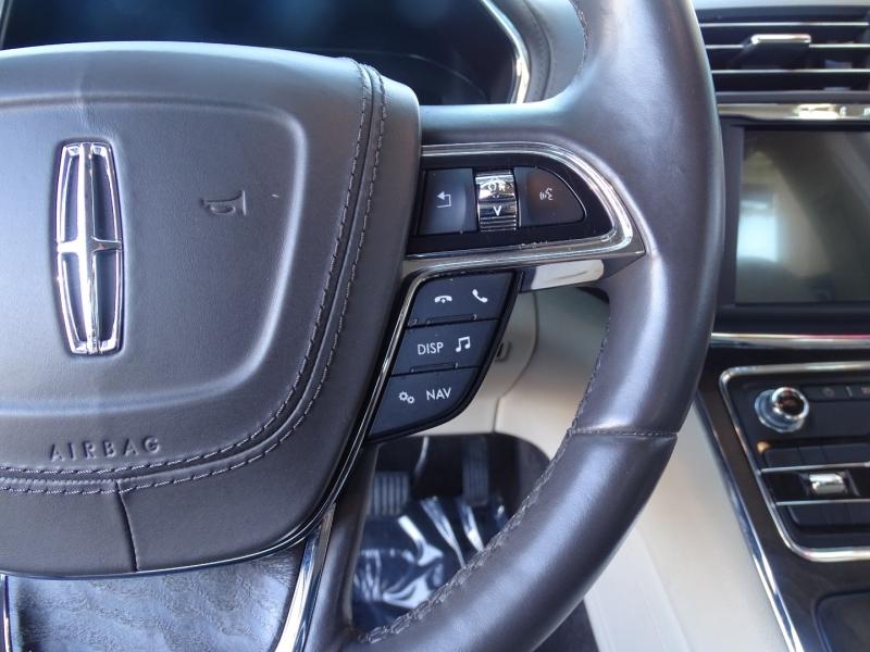 Lincoln Continental 2017 price $26,999