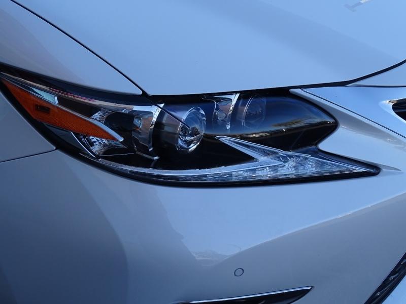Lexus ES 2017 price $25,995