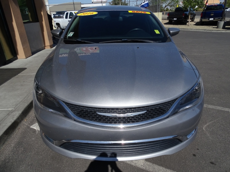 Chrysler 200 2016 price $13,995