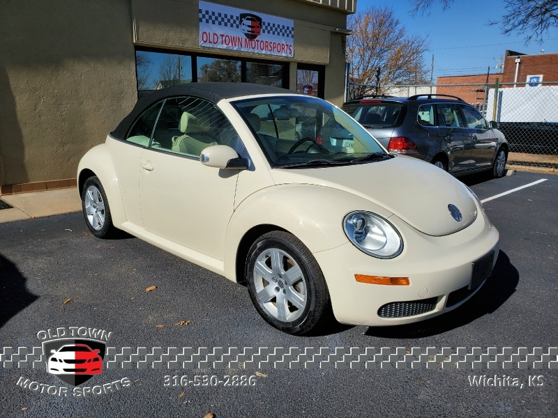 Volkswagen New Beetle Convertible 2007 price $5,495