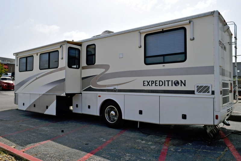 Fleetwood Expedition 2002 price $34,900