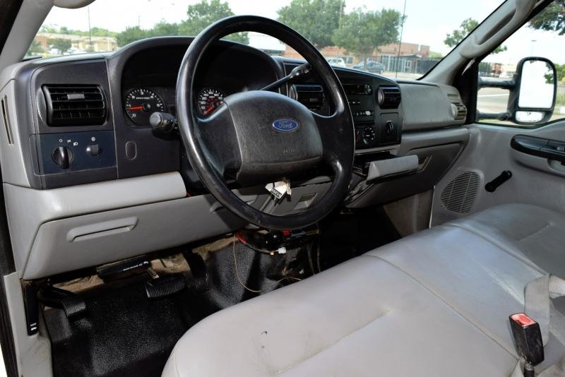 Ford Super Duty F-350 DRW 2006 price $16,900