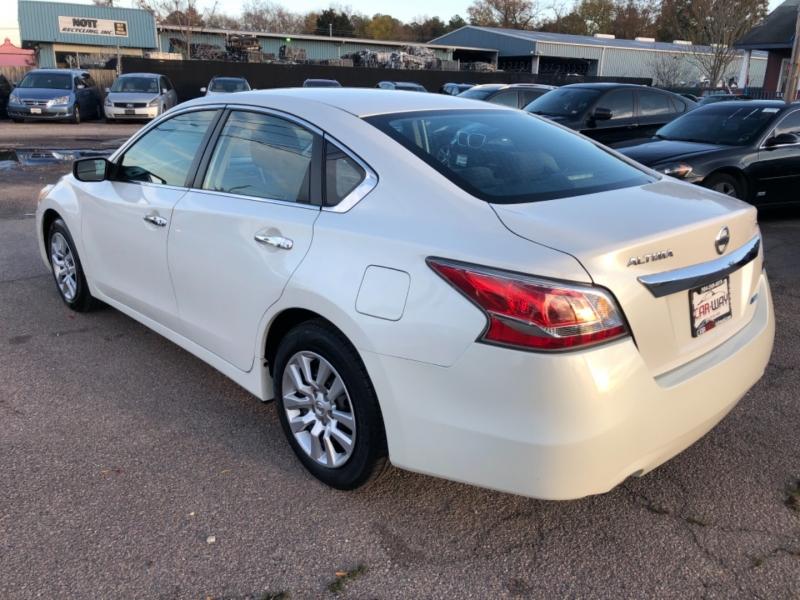 Nissan Altima 2014 price $7,895