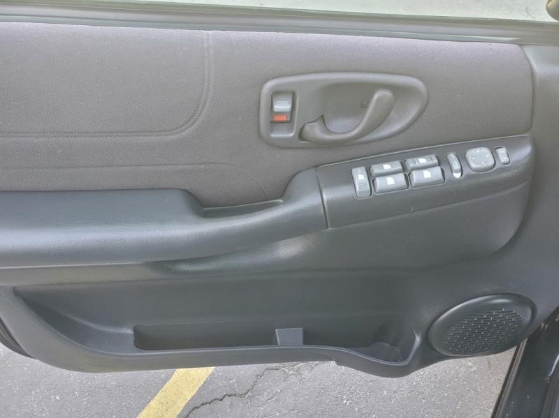 Chevrolet S-10 2004 price $8,995