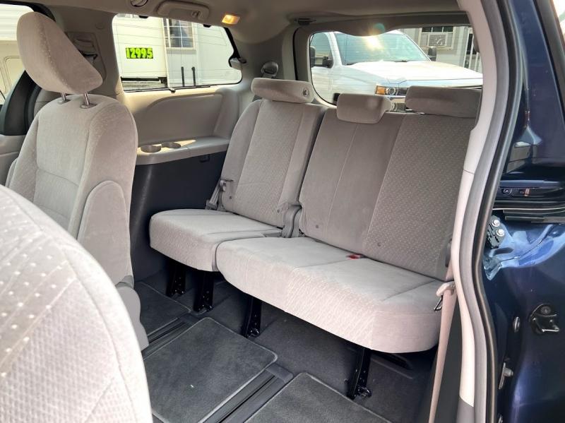 Toyota Sienna 2019 price $32,995