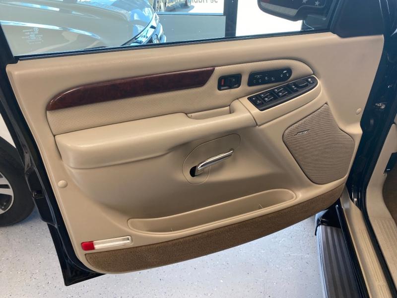Cadillac Escalade 2005 price $9,498
