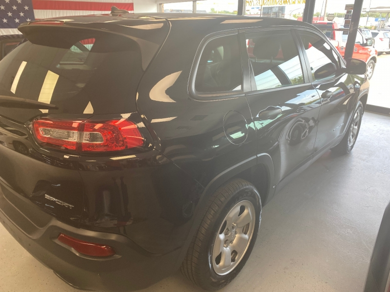 Jeep Cherokee 2015 price $9,998