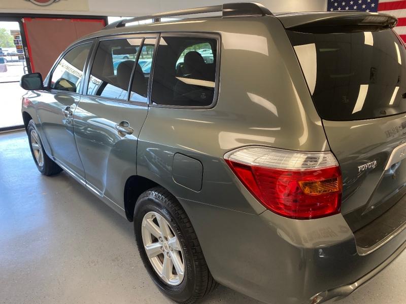 Toyota Highlander 2008 price $9,498