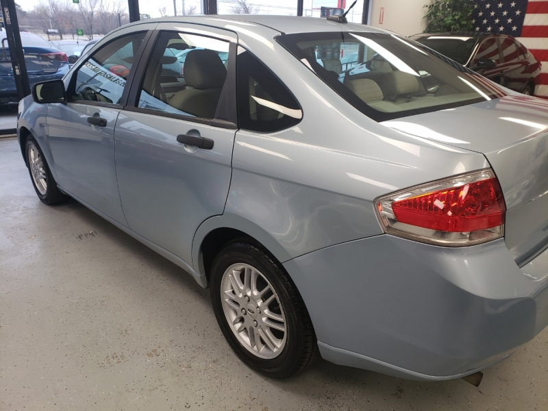 Ford Focus 2009 price $5,500