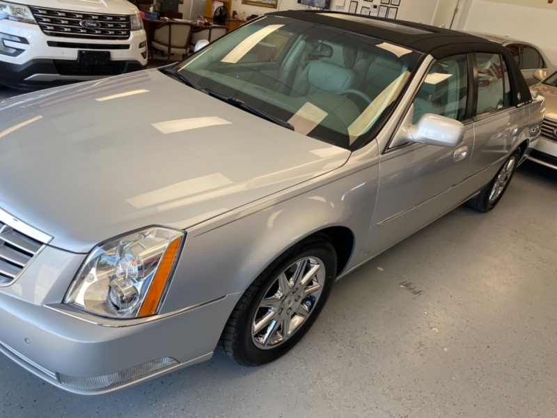 Cadillac DTS 2011 price $14,998
