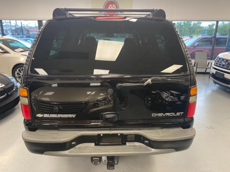 Chevrolet Suburban 2005 price $11,498
