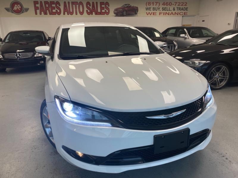 Chrysler 200 2015 price $14,498