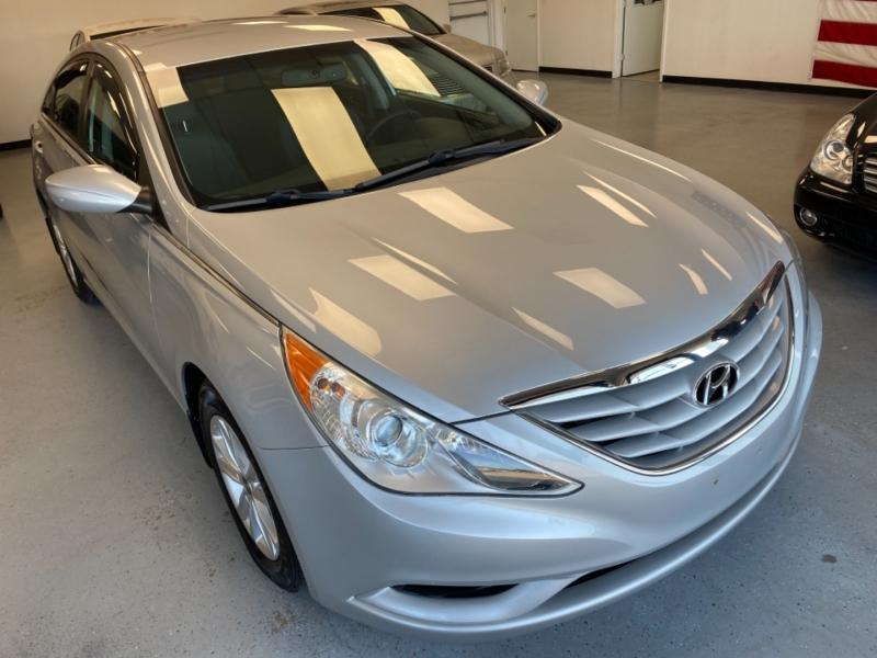 Hyundai Sonata 2011 price $9,650