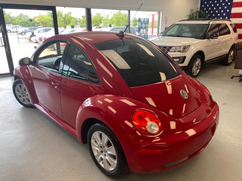 Volkswagen New Beetle Coupe 2009 price $8,500