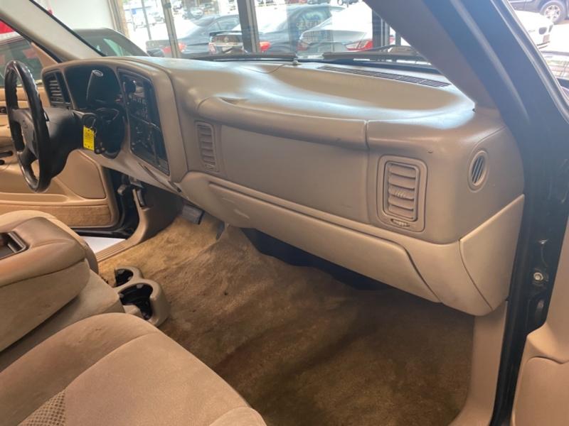 Chevrolet Suburban 2003 price $8,998