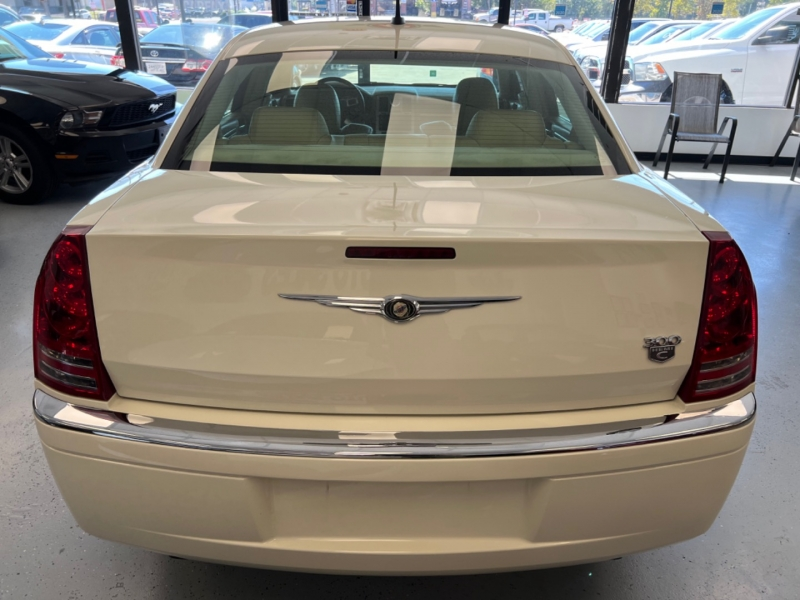 Chrysler 300 2008 price $10,998