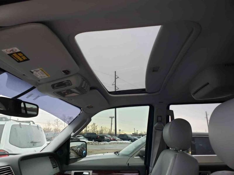 Lincoln Navigator 2004 price $1,998