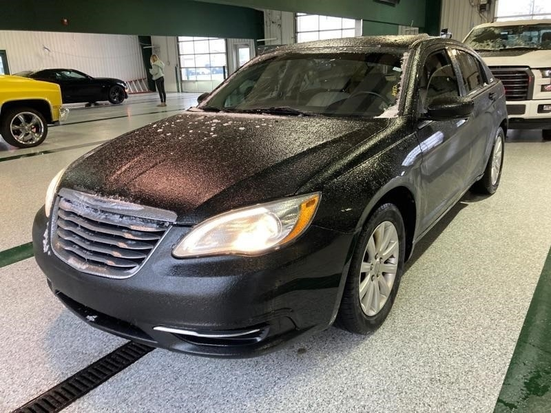 Chrysler 200 2011 price $2,023