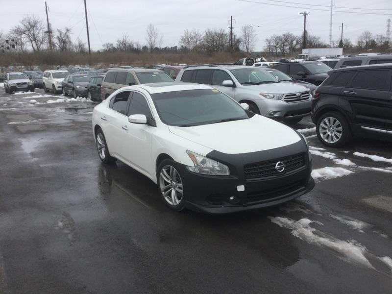 Nissan Maxima 2011 price $3,810