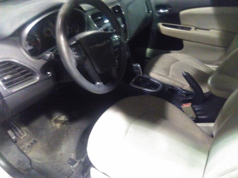 Chrysler 200 2013 price $2,123