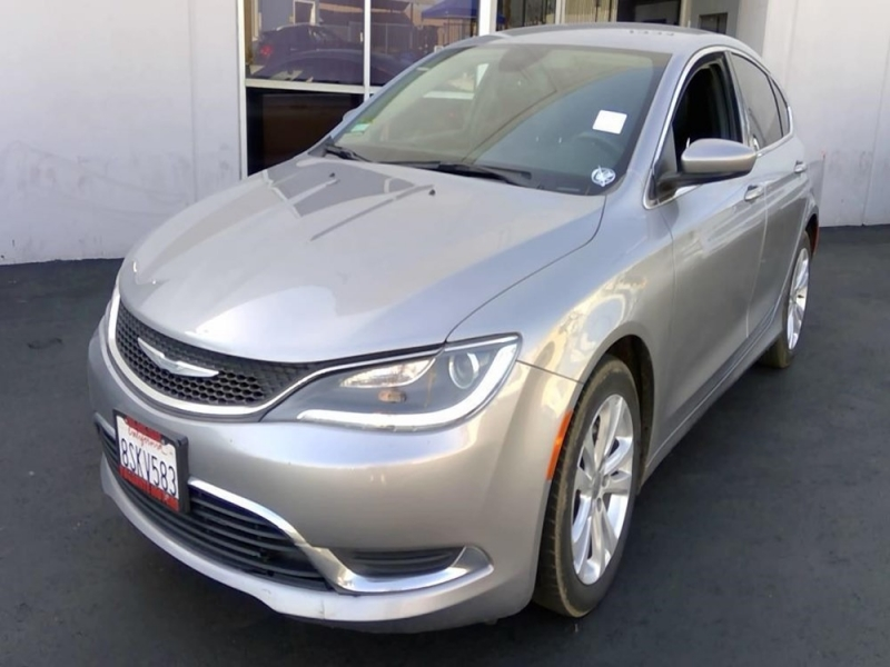 Chrysler 200 2017 price $7,498