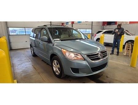 Volkswagen Routan 2009 price $2,548