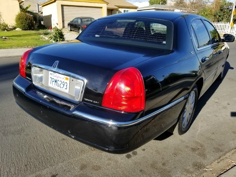 Lincoln Town Car 2010 price $3,614