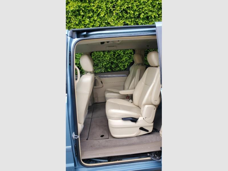 Volkswagen Routan 2010 price $6,488