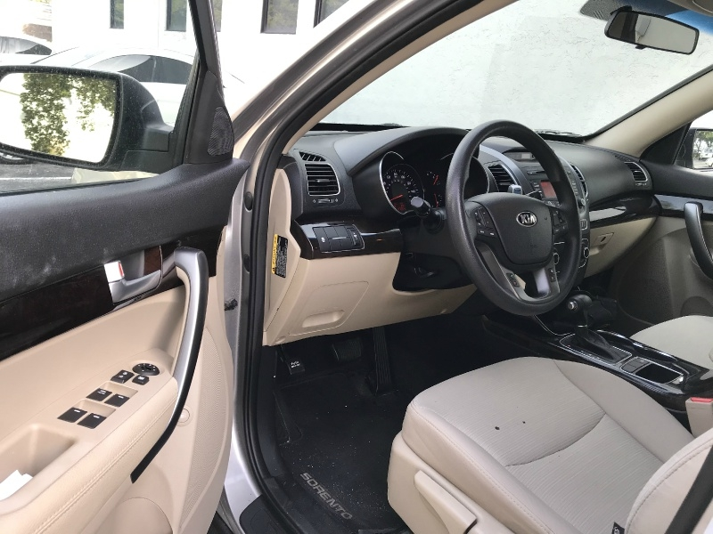 Kia Sorento 2014 price $9,900