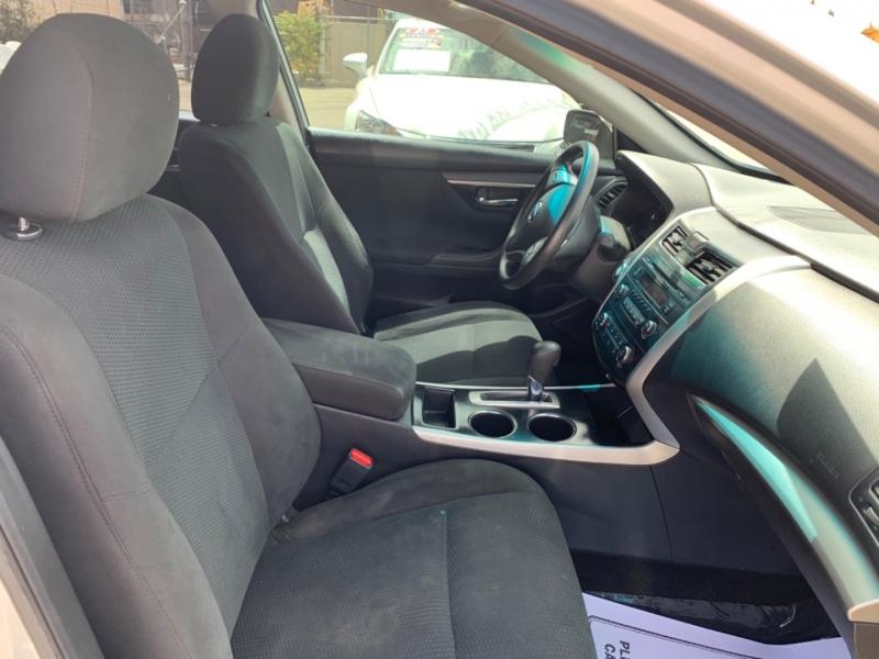 Nissan Altima 2015 price $10,997