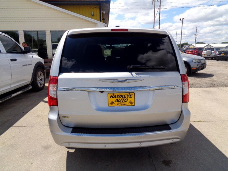 Chrysler Town & Country 2012 price $5,495