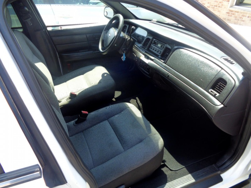 Ford Crown Victoria 2008 price $4,495
