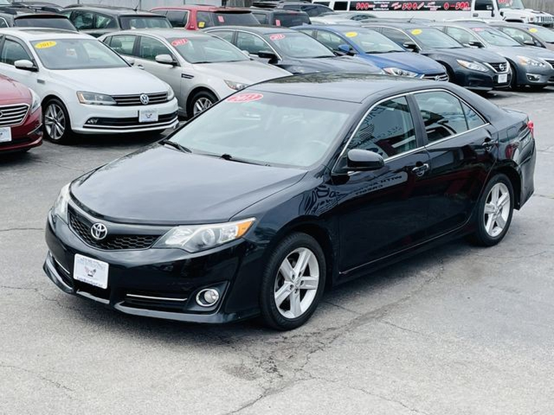 Toyota Camry 2013 price $10,500