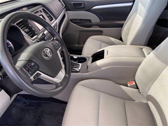 Toyota Highlander 2017 price $27,381