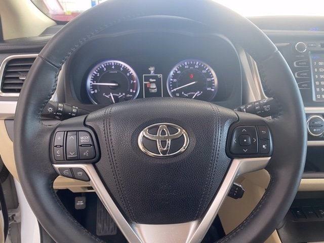 Toyota Highlander 2016 price $27,985