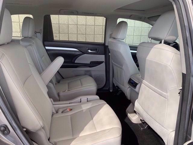 Toyota Highlander 2018 price $32,485